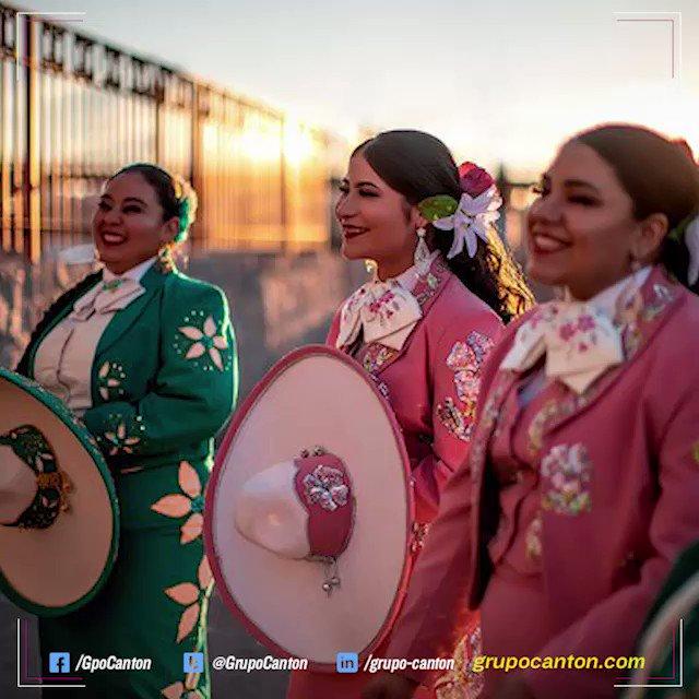 #NotiExpressGC 📹Desde la ciudad El Paso, #Texas, este mariachi integrado por 15 mujeres rompe fronteras con su magnífica voz y sus bellos trajes mexicanos.