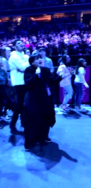 @GrandeTourNews #OurSWT @joangrande dancing with us in the pit was memorable 🥺 she was so proud of her daughter