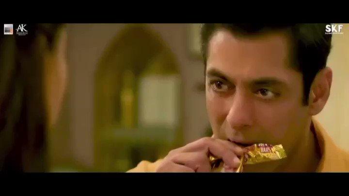 Awara' ka romance toh dekh liya,ab Awara' ki making bhi dekh lo!#AwaraMaking    @BeingSalmanKhan @arbaazSkhan @sonakshisinha @saieemmanjrekar @PDdancing @KicchaSudeep @SajidMusicKhan @wajidkhan7 @Salmanaliidol @singer_muskaan @SKFilmsOfficial @TSeries