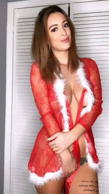 Merry Christmas everyone 🎄🎅🏻💋 40% off my https://t.co/bCYN2iewOl today only ....xo https://t.co/3yFf