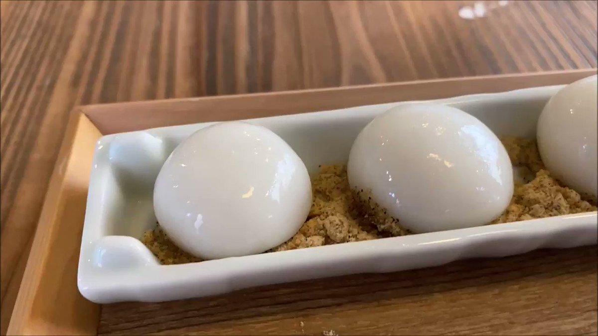 東京スカイツリー駅近くにあるお店「まんまる」の、お好みできなことあんこと黒蜜をつけて食べる「あったか白玉」✨白玉が6個ついて500円とリーズナブルで、味も抜群の美味しさです!