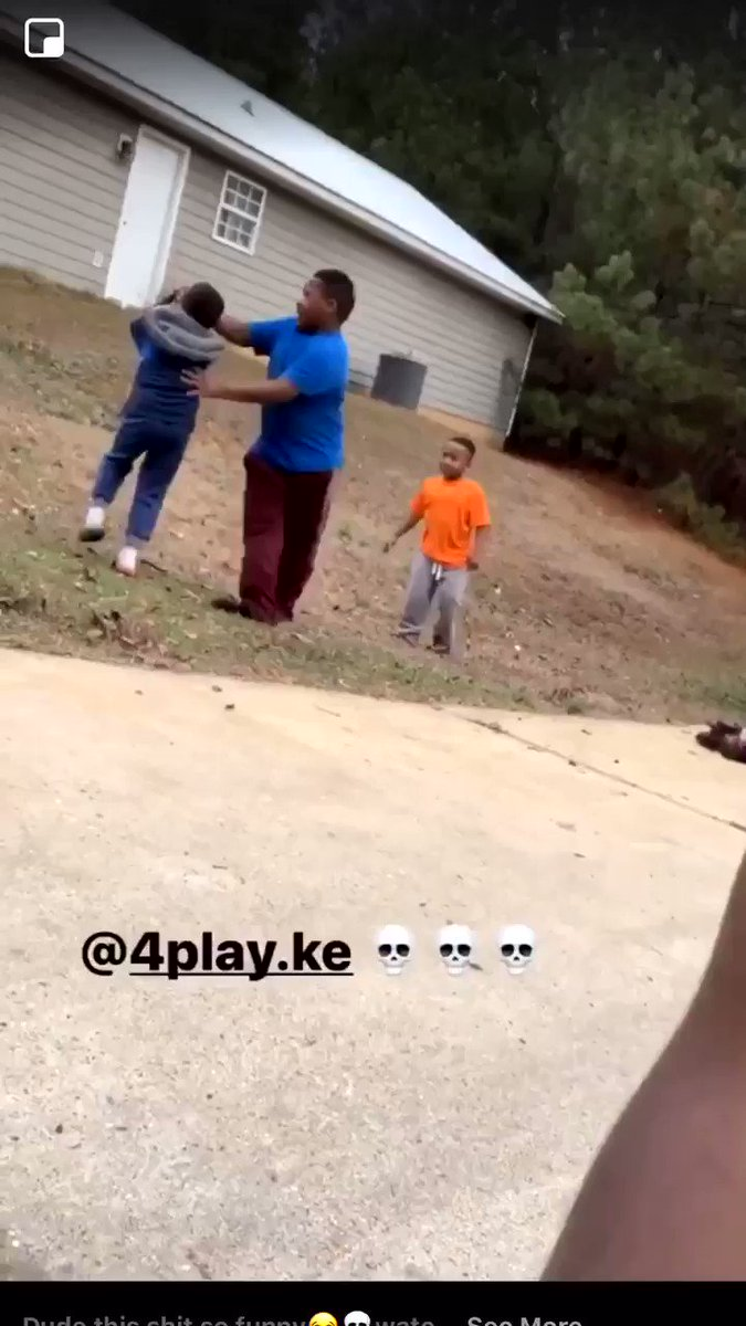 he tried to help his lil brother 😂😂omg y'all, WATCH UNTIL THE END🗣 https://t.co/2Dc2jLuVin