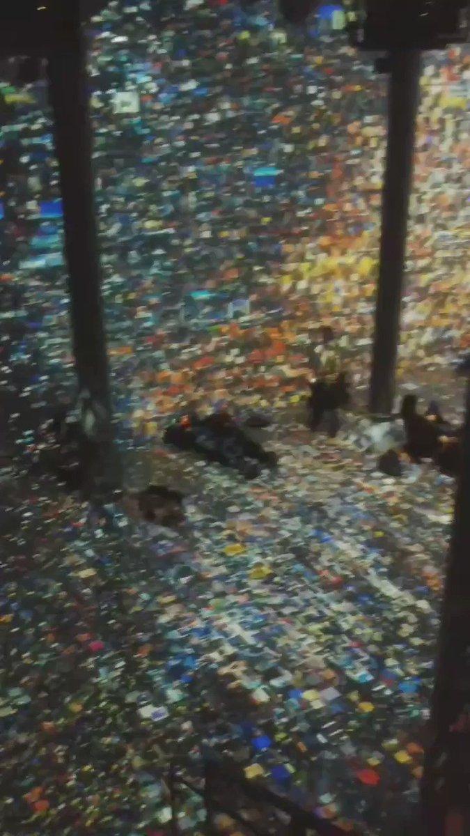Day something of #explorenyc #ooo #birthdayweek at #artechousenyc #machinehallucination #digitalart experience by Refik Anadol. #seeyourcity #travelnyc #nycgo #iloveny #experiencenyc  flashing and strobe lights in video.pic.twitter.com/mvUcDDLUh9