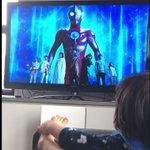 息子と一緒にウルトラマンを見ていると?正体がバレてしまうつるの剛士!