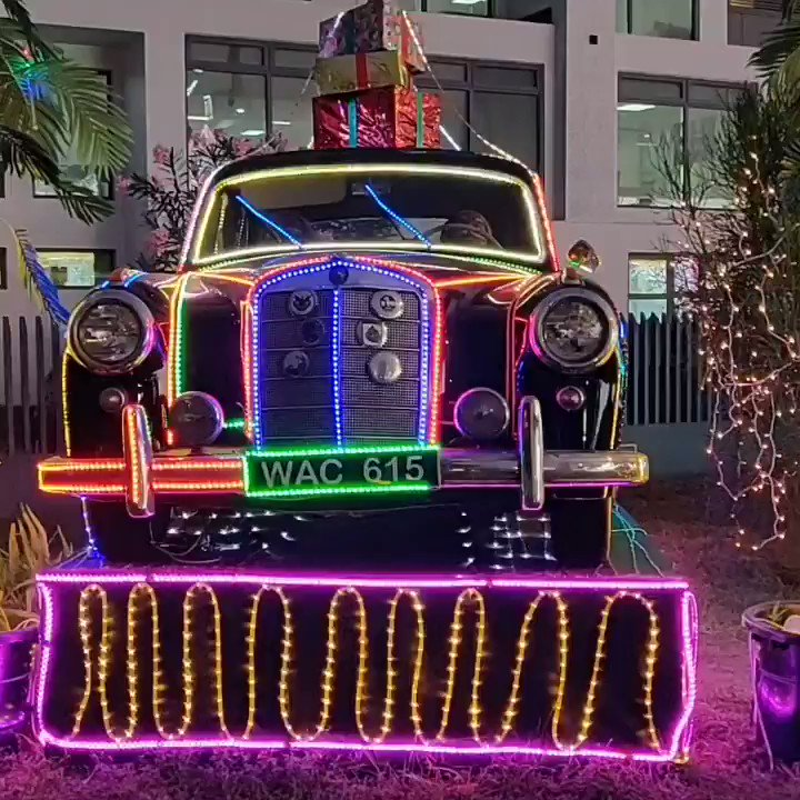 Exhibition of lights on classic vehicles near the Eko Hotels round about in Lagos  by Providus bank. Let's appreciate the aesthetics.  Happy new year in advance. @Gidi_Traffic #christmas2019  #newyear2020 #ProvidusBankEkoRoundAbout #lagos #nigeria