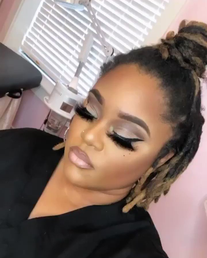 "Last ""beat"" in 2019💋 #makeupartist #makeup #newyearsmakeup #newyears #softglam"