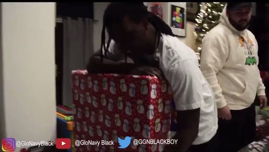 Surprised my boy @ChiefKeef with a new arcade machine check it out youtu.be/A-esDjUSrO0