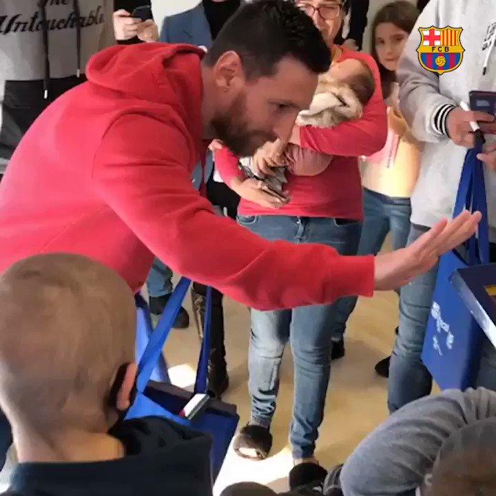📍 Casa Ronald McDonald (Barcelona) 🙌 #Messi & @luissuarez9 sharing happiness 👍 @FundacioFCB