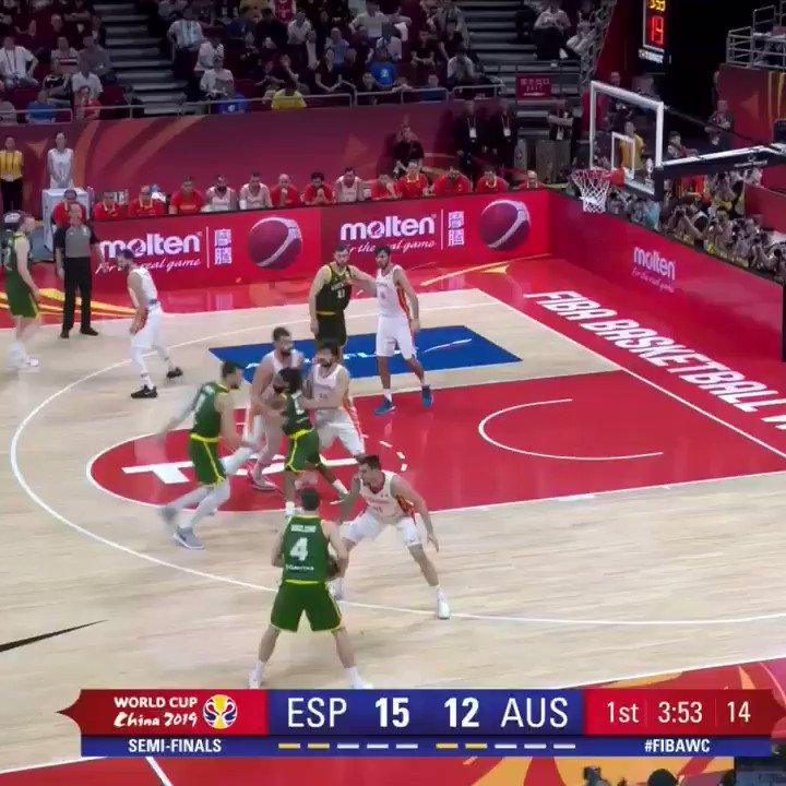 🇦🇺🏀 Andrew Bogut (@andrewbogut) aka Mr Fundamentals! Left Hand/Right Hand. Don't Matter!   #YouPickWeRoll #FIBAWC #AustraliaGotGame