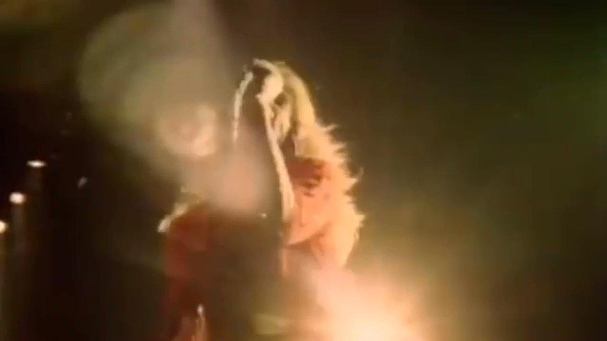 How can anyone not love this!!!❤️🖤❤️🖤❤️🖤Dance, dance, dance the night away...❤️🖤❤️🖤❤️🖤 #vanhalenarmy #themightyvanhalen #eddievanhalen #davidleeroth #dancethenightaway #wednesdaymorning #WednesdayMotivation #WednesdayVibes #WednesdayMood #WaybackWednesday #HumpDayHappiness