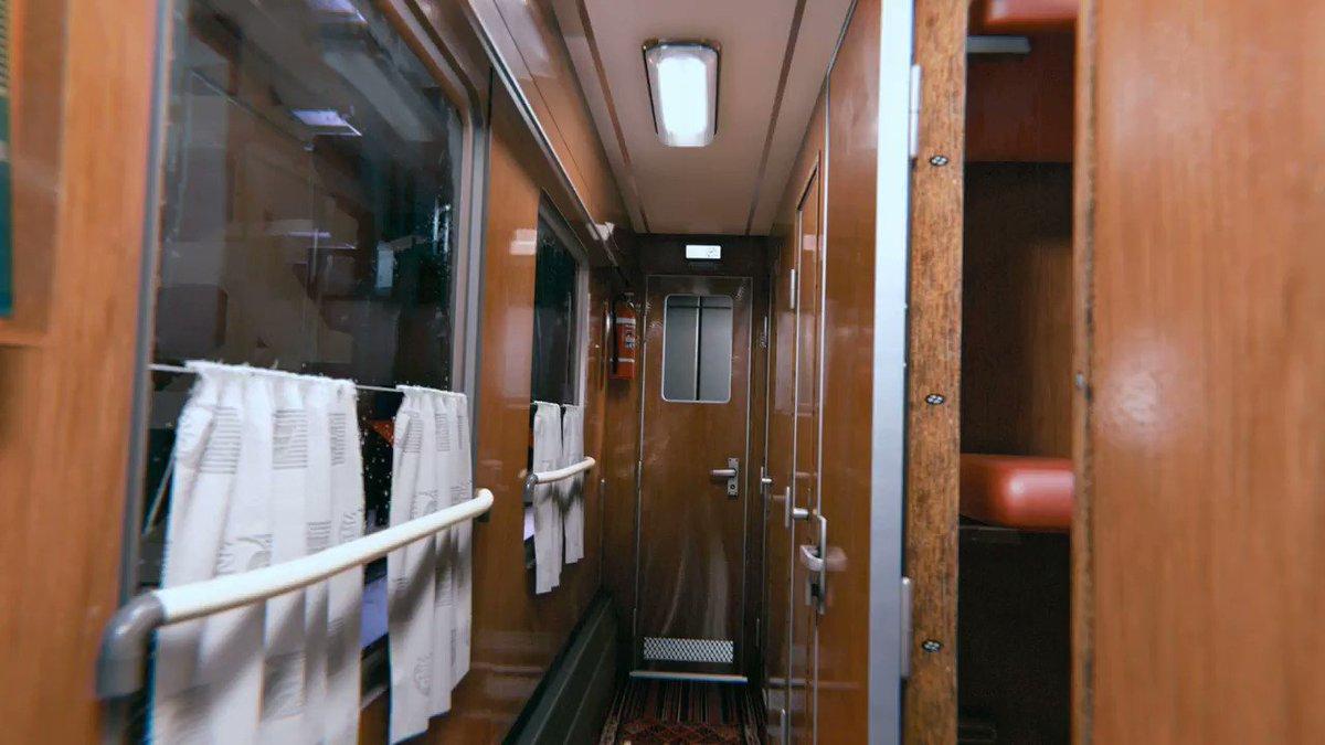 Unityで作られた列車の車内シーン🚉。今までとは別次元の仮想現実🚂✨。