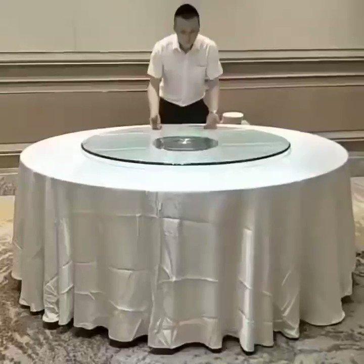 中国ホテル従業員による華麗なるテーブルセッティング