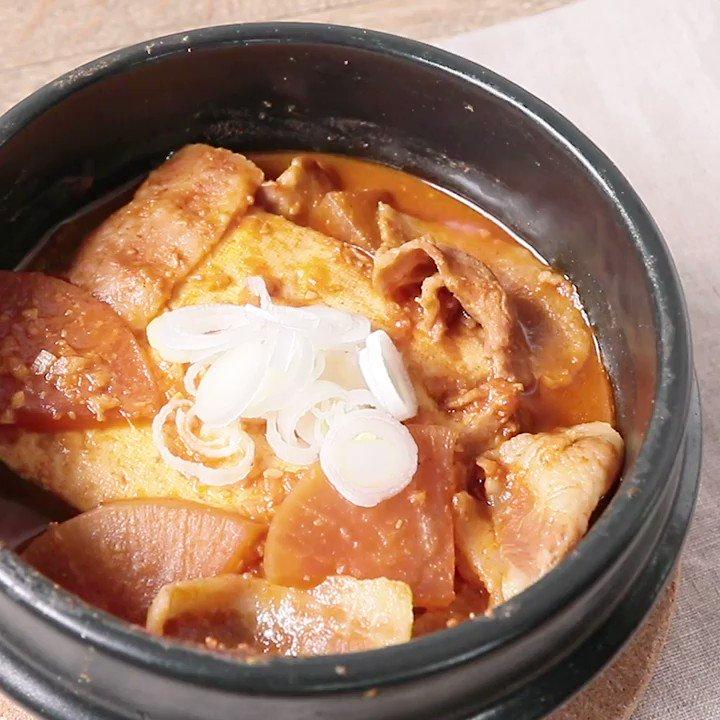 居酒屋メニューをおうちで🍺『豚バラ入り 豆腐の辛味噌煮込み』今回は辛みを効かせて、お酒にも合う、大人の味に仕上げてみました。お酒にもよく合いますのでおつまみとしてもおすすめです。▼レシピページはこちら