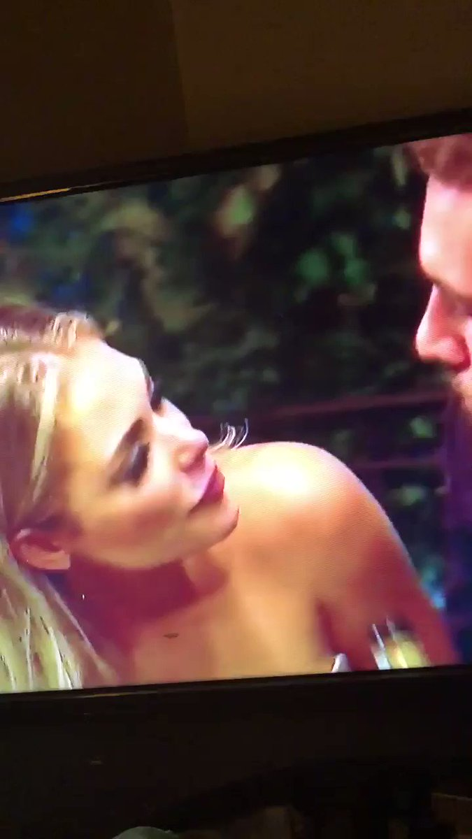 THIS IS THE FUNNIESTTHING IVE EVER SCENE LMAOOOOO #TheBachelor