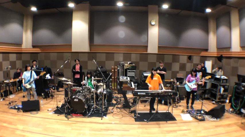楽器ができるメンバーがバンドの皆様に教えてもらって、演奏してみました🎸✨まだまだこれからなレベルですが…💦楽しんでます💖バンド名は「すべすべまんじゅうがに」だそうです✄#ダイアローグ