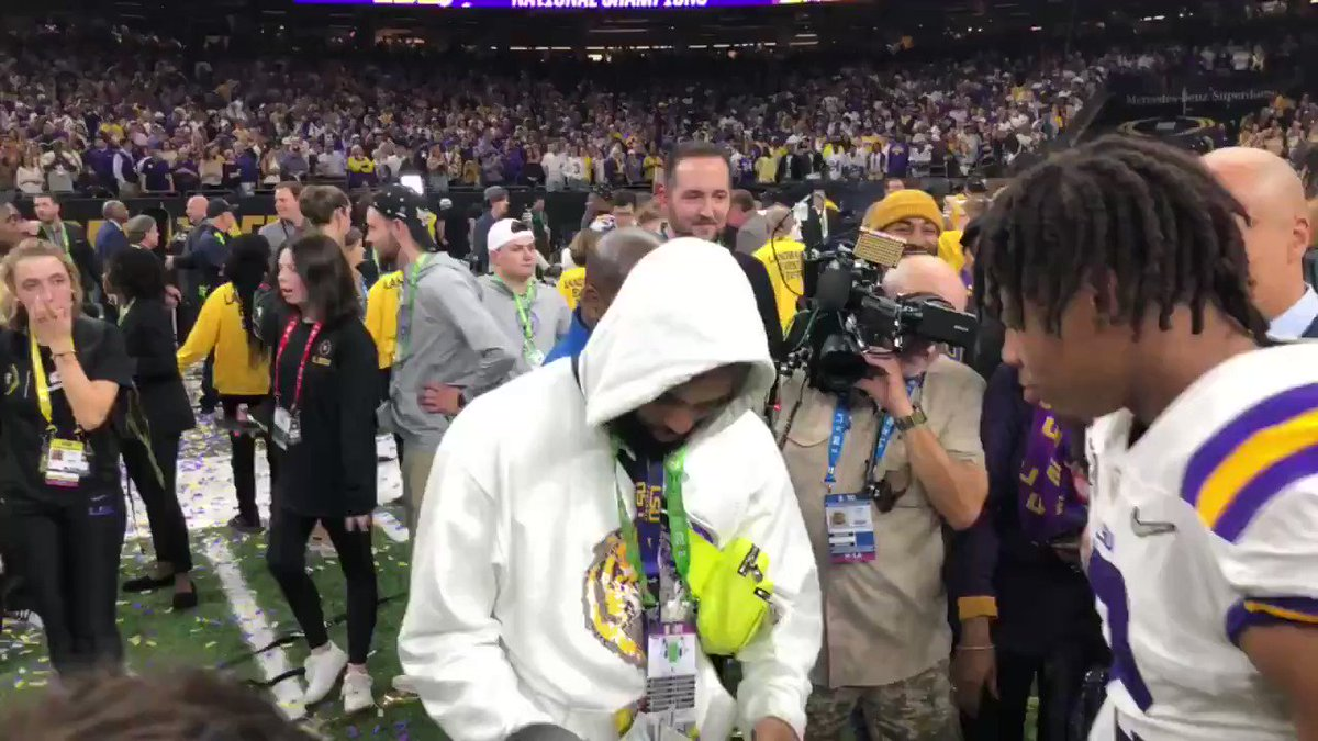 See it: Odell Beckham gives wads of cash to LSU players after title win