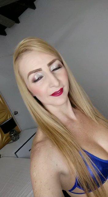 Model - Celeste_Greey footfetish