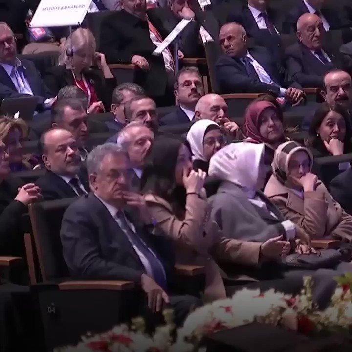 """Cumhurbaşkanımız @RTErdogan: Biliyorsunuz Marmaray'ı yaptık. Allah'tan ki denizin altından gidiyor. İnanın denizin üstünden çıksa ona da """"istemezük"""" derlerdi."""