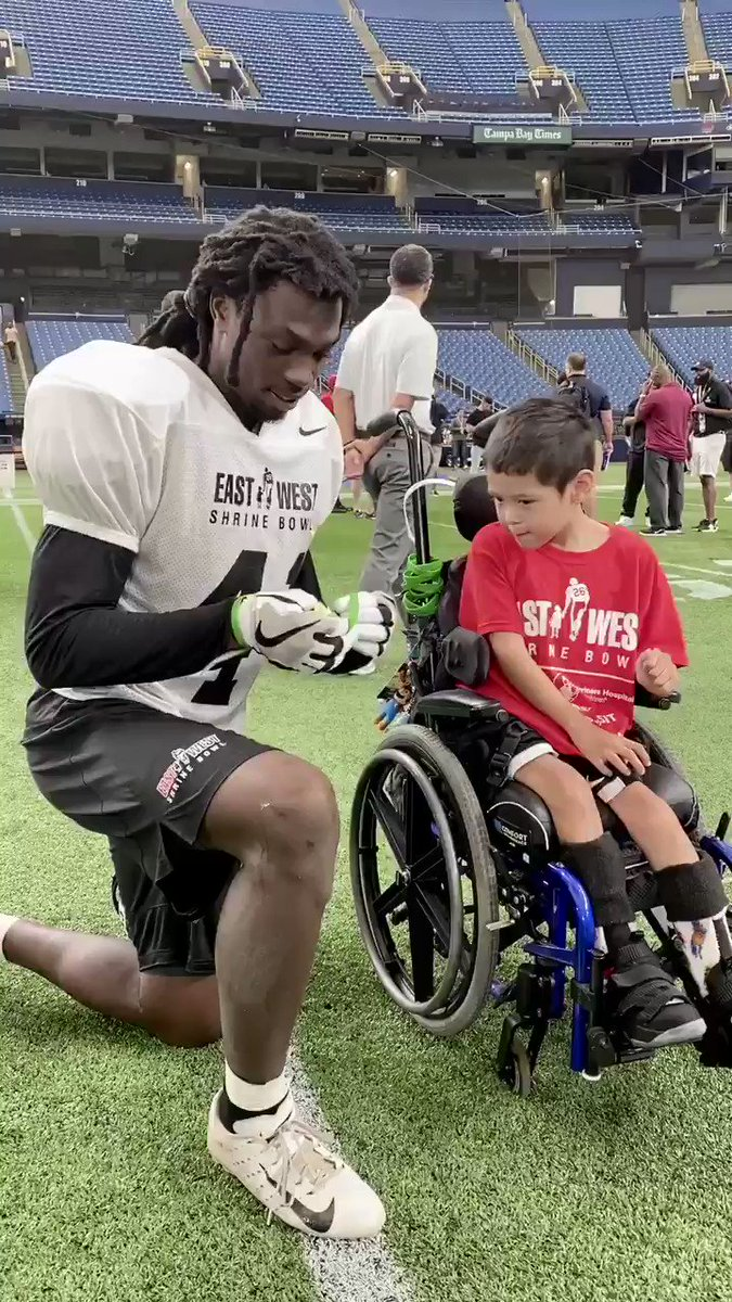 . @SHCFlorida patient Bentley stopped by practice today. He gave @UCF_Football CB Nevelle Clarke his #BentleyStrong bracelet. 💚 #ShrineBowl