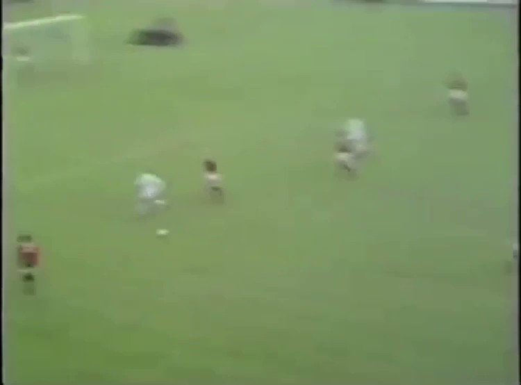 Billy Bremner and a fantastic overhead kick against Man Utd in 1970 in the 2-2 draw at Elland Road. #lufc100 #lufc #billy
