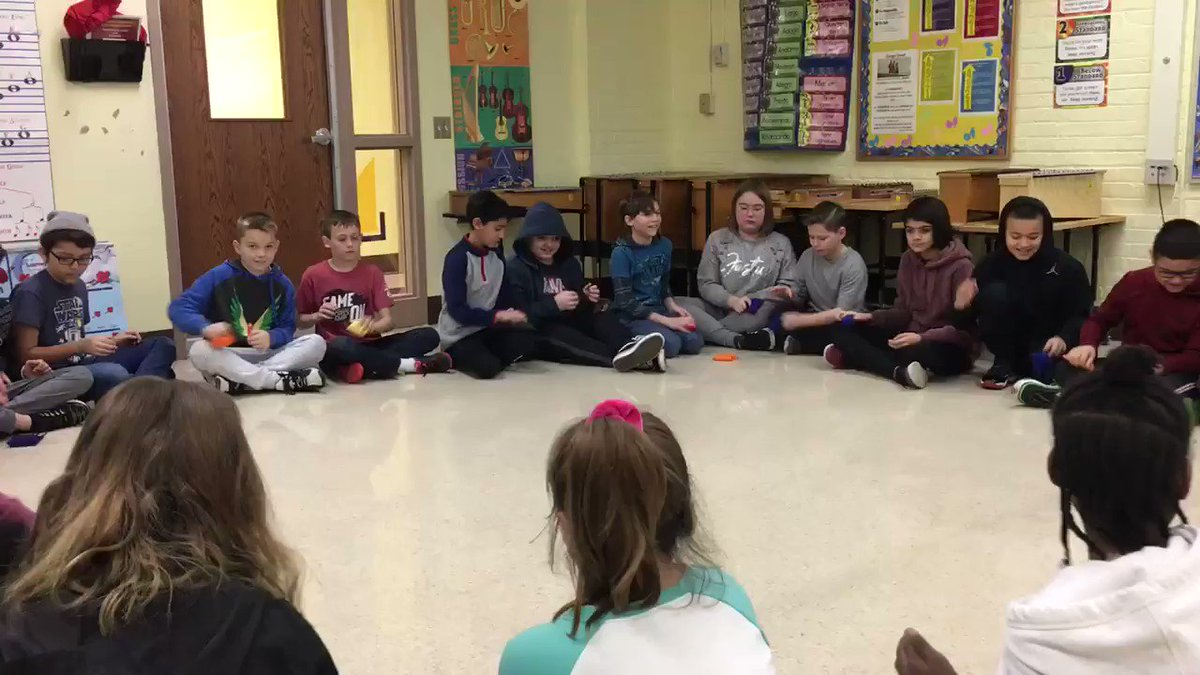 Image for the Tweet beginning: Ss practicing their rhythm this