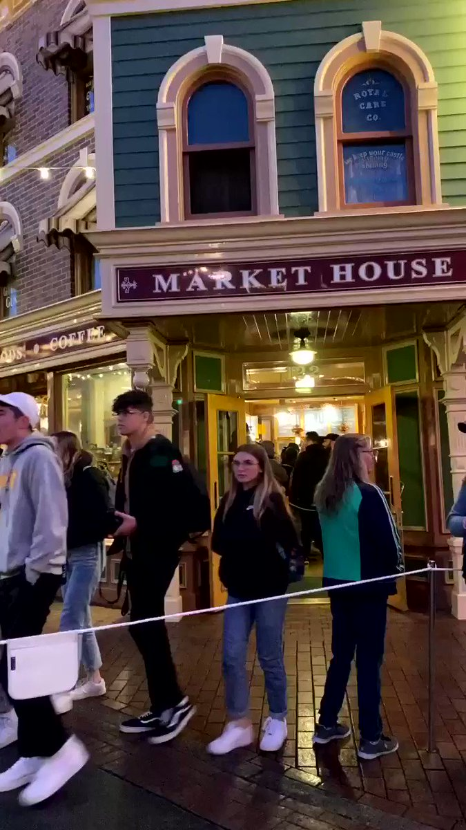 omg... the current line for Starbucks at Disneyland before #RiseoftheResistance 😭 even I don't want my iced coffee that bad
