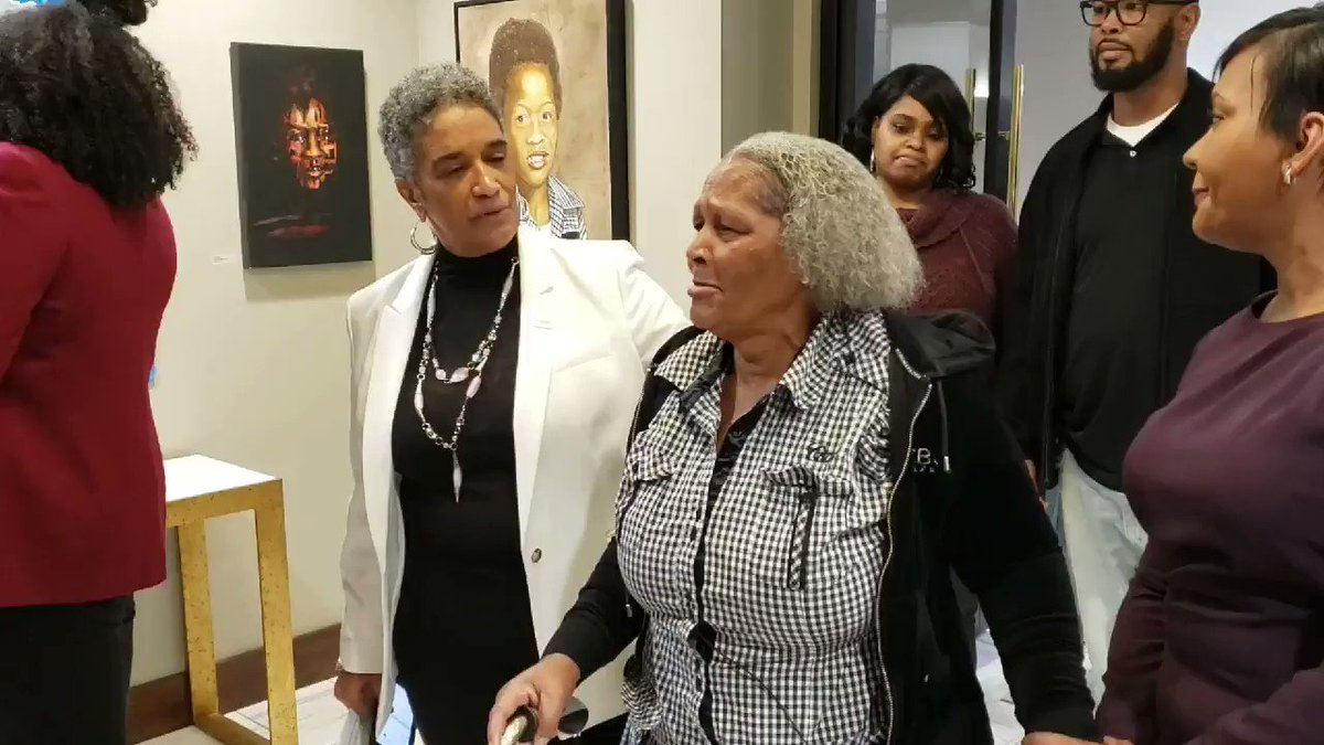 EMOTIONAL ENTRANCE INTO PORTRAIT GALLERY FOR ATLANTA CHILD MURDERS VICTIMS. @CityofAtlanta leaders and families cried as they viewed one of the memorials last night. Others are in works. More from @FOX5Atlanta --> fox5atlanta.com/news/exhibit-a…