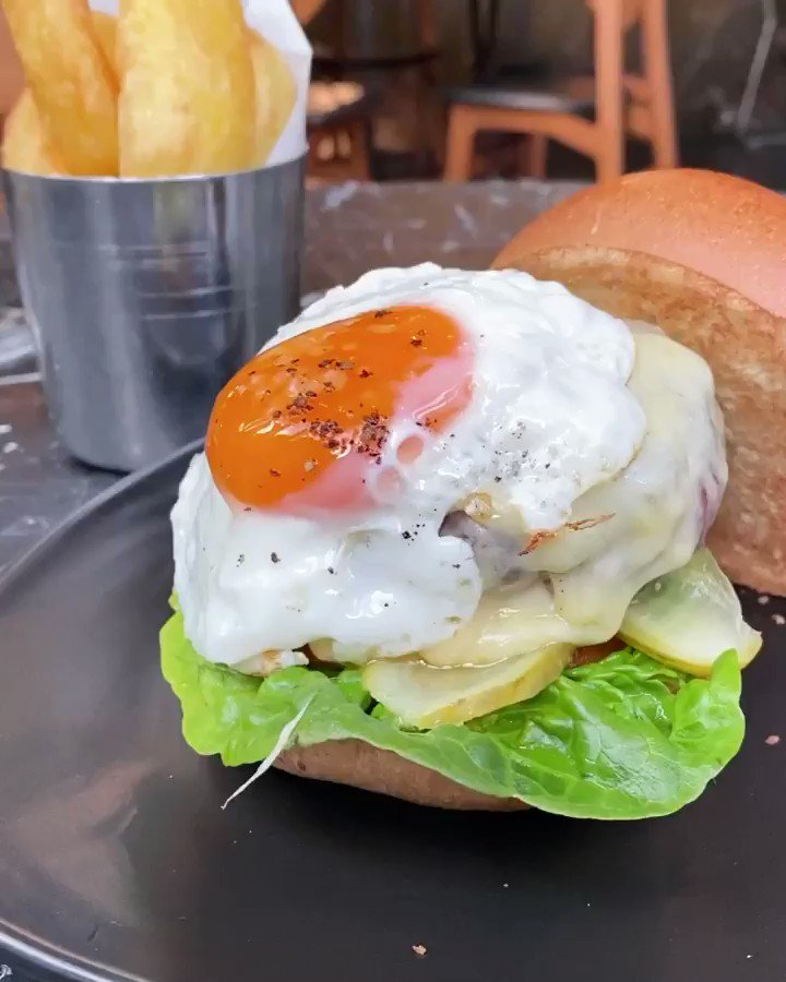 Image for the Tweet beginning: What a cracking burger.... @breadstkitchen