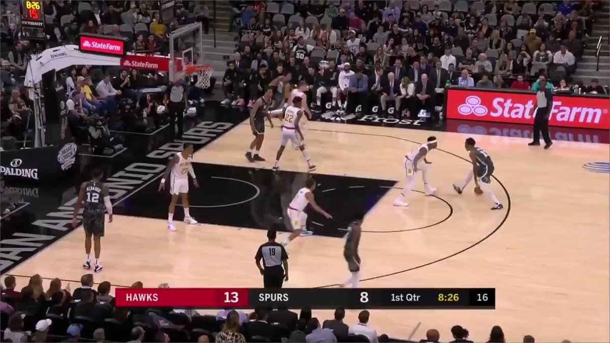 Dejounte Murray just turned Trae Young's ankles to JELLY 😳