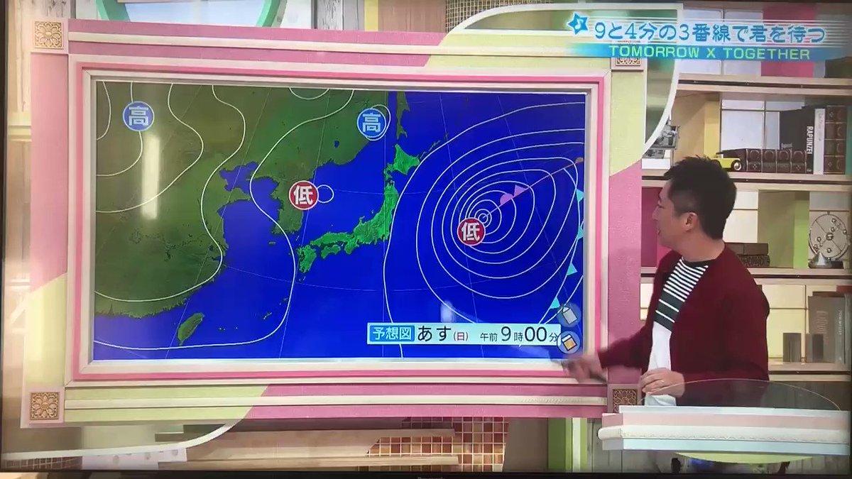 「TXTが日本の朝の番組に出演して天気予報を見ながら液晶に絵が書けるのを喜んでる画」って意味分からんけどすごい&可愛い