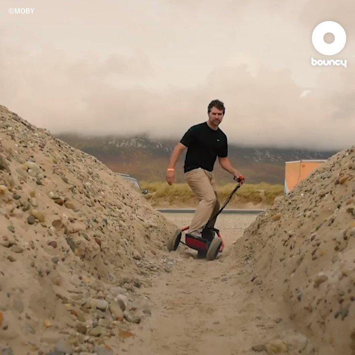 砂の上でサーフィン? 全地形対応電動スケートボード by MOBY詳しくはこちら👉#スケートボード #電動スケートボード #サーフィン