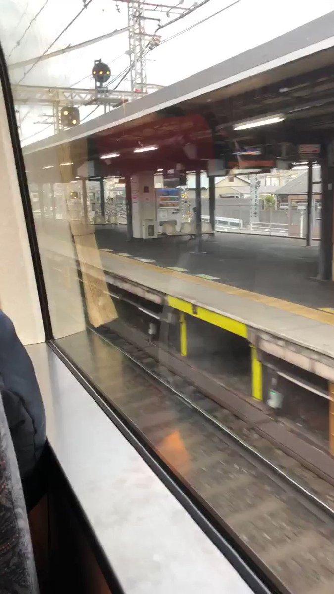 京阪電車の特急でダブルデッカーっていうのがあって、一両だけ2階建てになってる車両があるんだよ♪この動画はその2階からの眺め。ちょっと高くなってるのわかるかな?わかりにくいな\(//∇//)\笑ダブルデッカーってこんな感じ↓