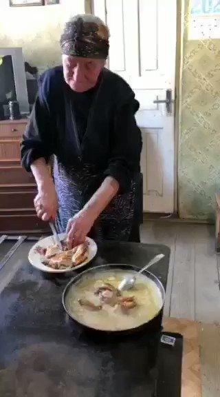 ジョージアのシュクメリ村本場のシュクメルリ。日本の人気ぶりに反応した現地のTVの取材班から送られてきまし。食べたい😲