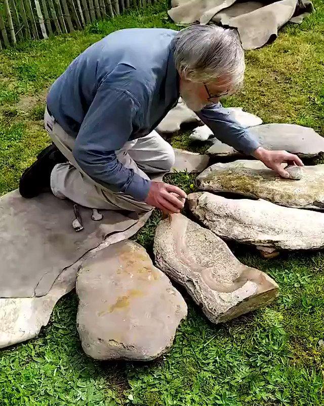 先史時代の音楽を主に研究している考古学者Jean-loup Ringot(ジャン・ルー・リンゴ)博士による、リトフォン(石琴)の演奏。演奏に用いられているのは珍しい石が発見されることが多いフランスのル・グラン=プレシニーで博士が見つけてきた石です。博士のサイトはこちら。
