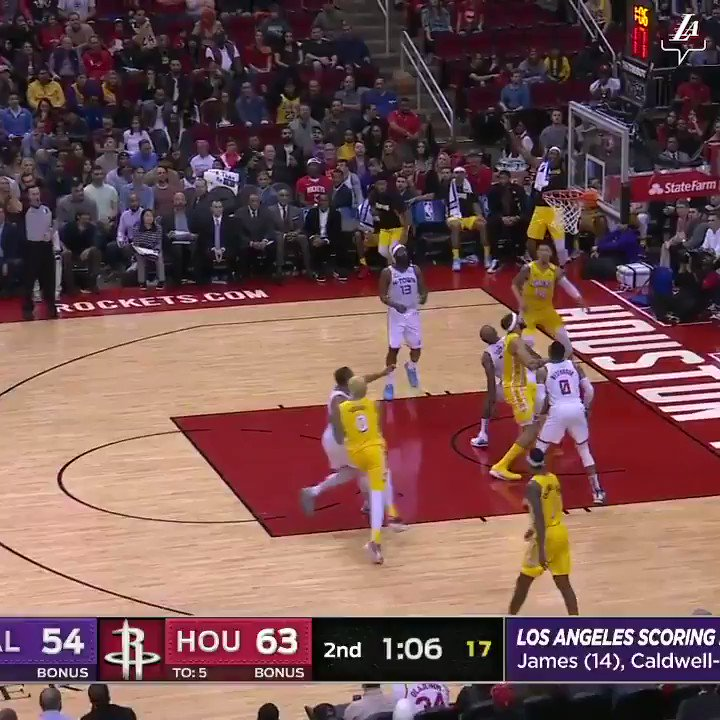 Path opens up and the King takes advantage 👑🔨  (📺: ABC)