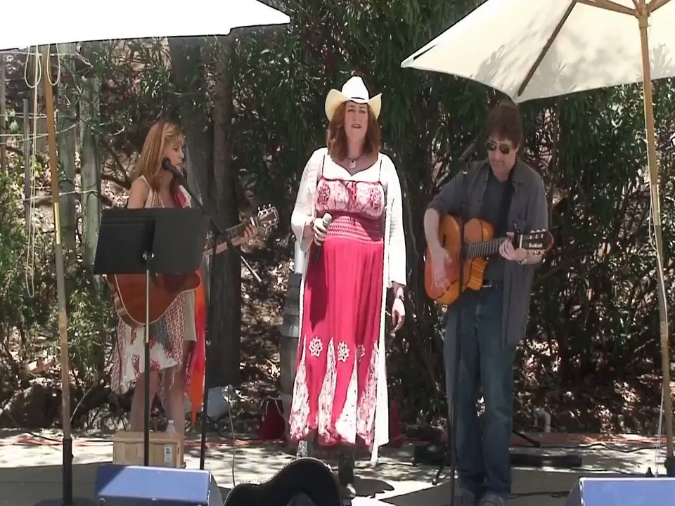 🎵🎶🎵 The finale of my cover of Unhappily Married by @PistolAnnies featuring my incredible friends in Make Mine Acoustic. What should we cover next? Let me know in the comments!  #LAMusic #PistolAnnies #Malibu #LiveMusic
