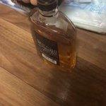 【ギャップ萌え】ウィスキーを倒した時の音が意外過ぎて話題に