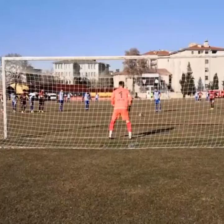 Madness in the Turkish second tier 😲  Usakspor keeper Ersin Aydin saves a 90th min pen 💪  But he's booked for coming off his line 😖  Pen retaken... saved! 😎  He's booked again for leaving his line! Sent off! 😡  Defender Levent Aktug goes in goal... 🙄  Saved yet again! 🤯