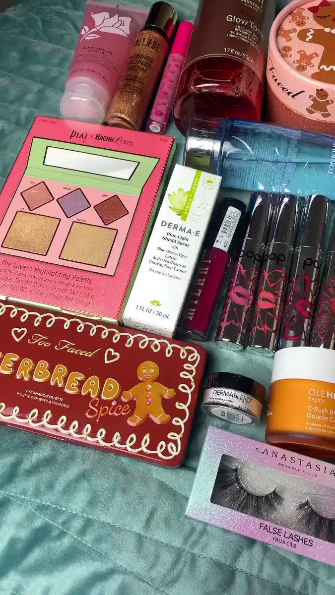 RT TO WIN: makeup & skincare bundle 🥰 ✨ must be following me ✨
