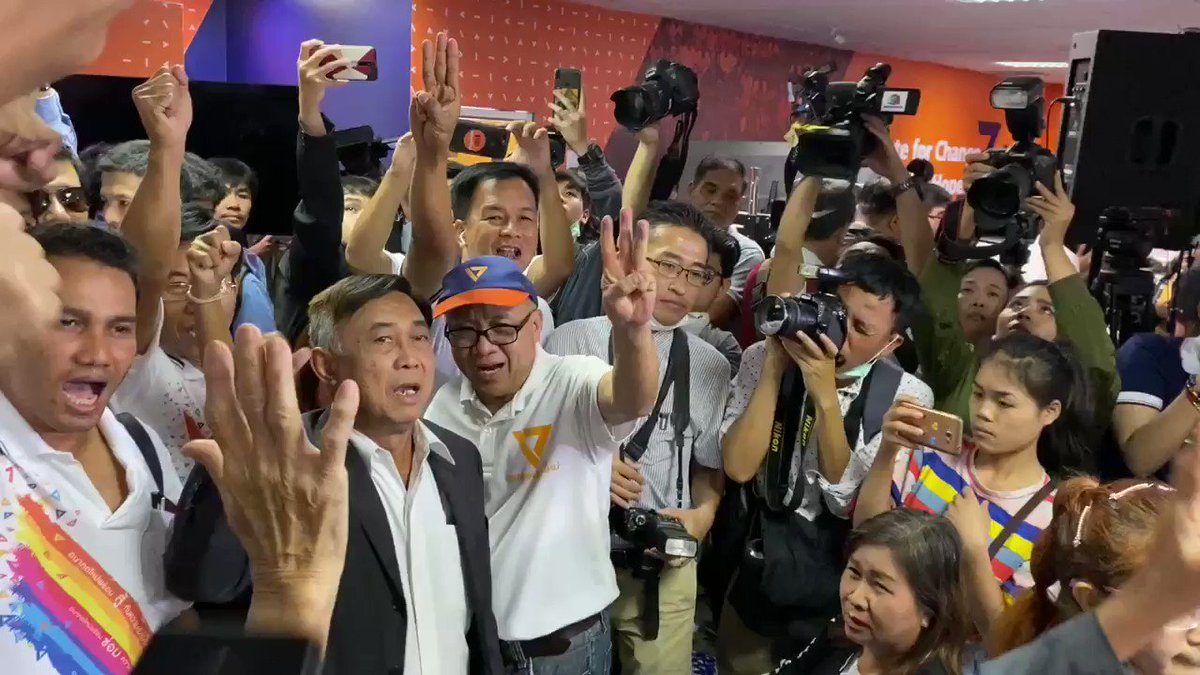 """""""LONG LIVE @Thanathorn_FWP, LONG LIVE @democracy, @prayutofficial GET OUT!!!!!!! Supporters chanting after court deliver non guilty verdict for Future Forward Party due to not enough evidences. #อนาคตใหม่"""