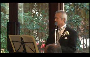 「娘の結婚式」父「大学時代からバンド活動をしていましてジャンルはちなみにハードロックなんですけども」客席「wwwwwwww」父「中島みゆきの糸って曲を歌います」客席「おぉーーーwww」父「なぁぜぇ〜めぐり逢うのかを〜」客席「!?!??!?!」こんな父親かっこよすぎる