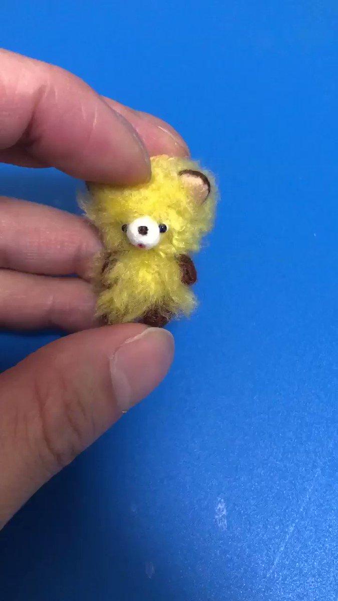 今日完成した黄クマです。動画で撮った方がわかりやすいかなとやってみましたが、片手ではあまり動かせず。三脚を自作してみようかと思います。