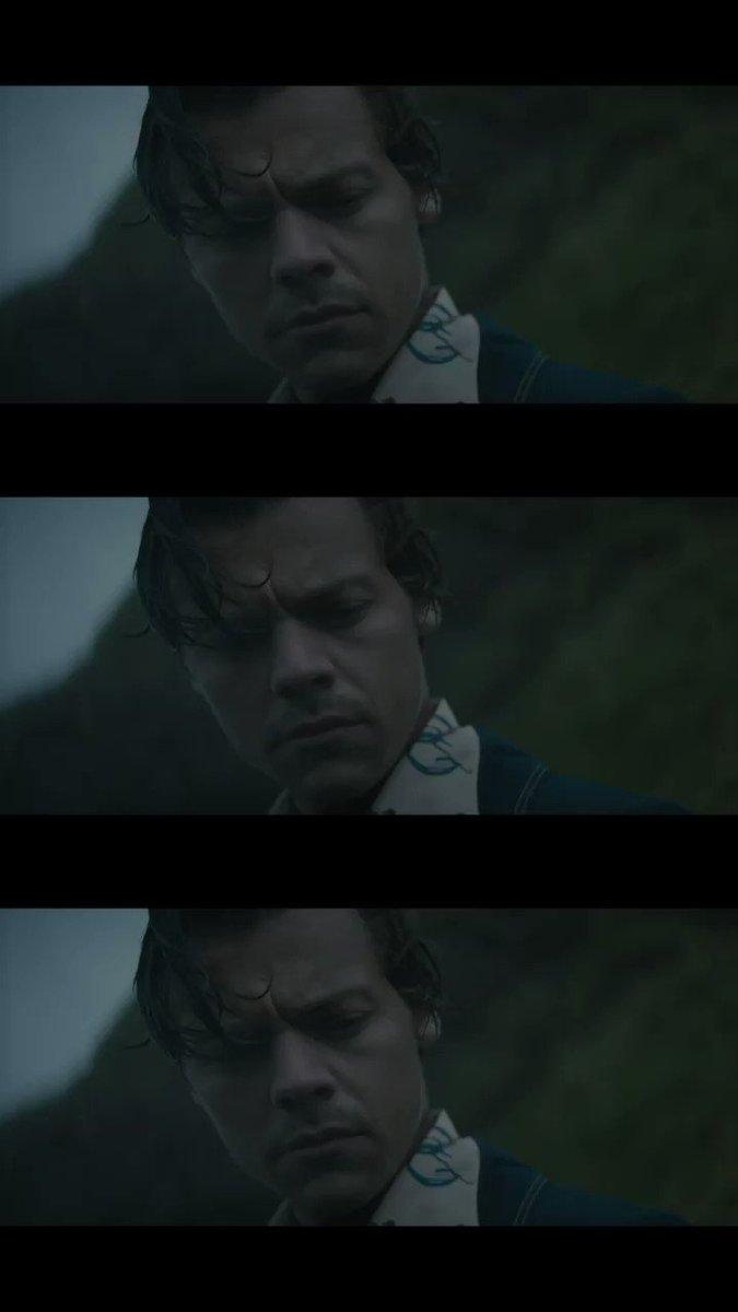 ¿Cuánt@s quisieran que @Harry_Styles los ame como ama a su pez en #AdoreYou? 😏🐟😅 Chequea su videoclip aquí 🎬👉 bit.ly/39YGM7l #SonyMusicPerú😎 #New #Videoclip #Music #Love #HarryStyles