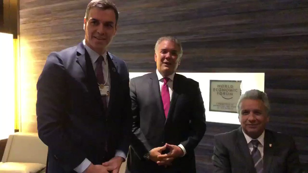 En #Davos nos reunimos con el Presidente del Gobierno de #España, Pedro Sánchez, y con el Presidente de #Ecuador, @Lenin Moreno. Hablamos de migración, de proyectos de desarrollo y fortalecimiento de los lazos entre nuestros países. Gracias por esos mensajes a #Colombia. #WEF2020