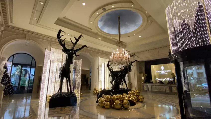 """فندق جورج الخامس @fsgeorgevparis الحاصل على لقب """"أفضل فندق في العالم"""" لـ ١٦ عام متتالية، يحتفل بـ ٢٠ عام من التألق والصدارة  The @fsgeorgevparis, ranked """"Best City Hotel Worldwide"""" for 16 consecutive years, celebrates 20 years of charm & unparalleled success"""