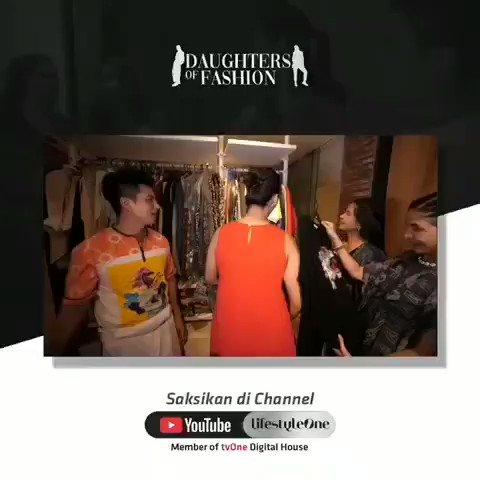 Banyak banget koleksi baju-baju Baim Wong & Paula, dari yang murah sampai merek termahal ada semua. Pokoknya ada banyak cerita seru seputar fashion bareng Baim dan Paula! Langsung tonton di Youtube channel lifestyleOne http://youtu.be/CyiDq3i4JkY#lifestyleOne #BapauFamily #BaimWong