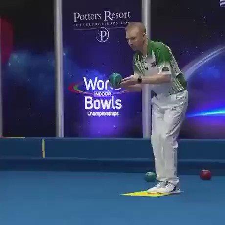 Indoor Bowlsて競技、初めて見たんだけど、この技術はクレイジー。