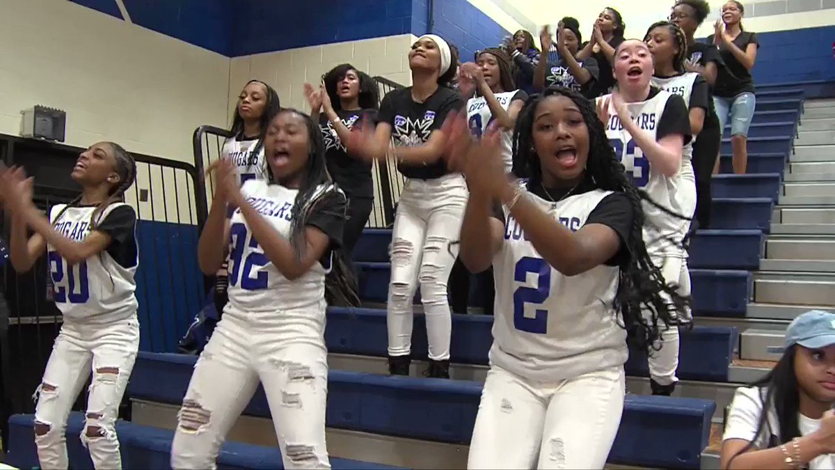 .@EdwardTrahan put an exclamation point on Cy Creek's win against Jersey Village last night with these two hoops. Cy Creek is rolling right now, and you can see all the highlights of the Cougars' big win on the show Saturday night at 11! @CyCreekBooster #txhshoops