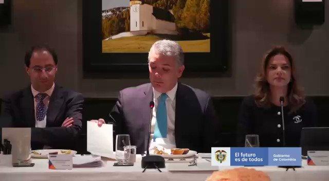#Davos Es grato poderles comentar a los inversionistas del mundo que el crecimiento de Colombia en 2019 estuvo por encima de promedios mundiales, de la región y de la OCDE, y eso lo hemos logrado en un trabajo en equipo, con decisiones audaces como la #LeyDeFinanciamiento