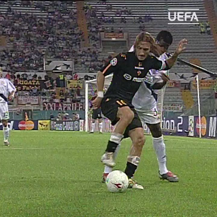 😍 Totti & the art of the backheel 👌  #UCL | #TBT | @ASRomaEN